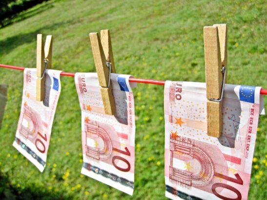Geld aan een waslijn