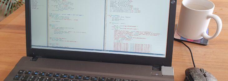 laptop met code